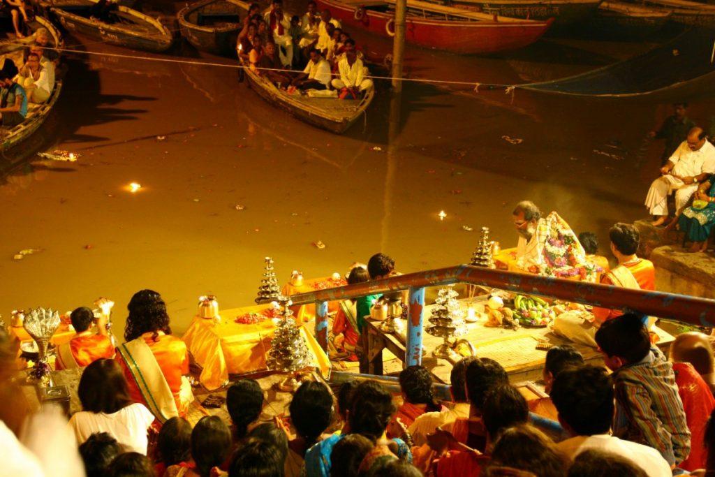Varanasi-Ganga-Aarti-cerimonia-sul gange
