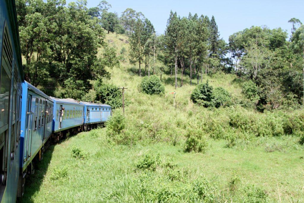 cosa-vedere-in-sri-lanka-itinerario-di-viaggio-kandy-ella-treno