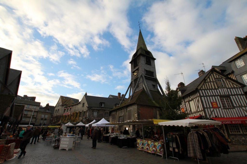cosa-vedere-in-normandia-a-dicembre-honfleur-mercato