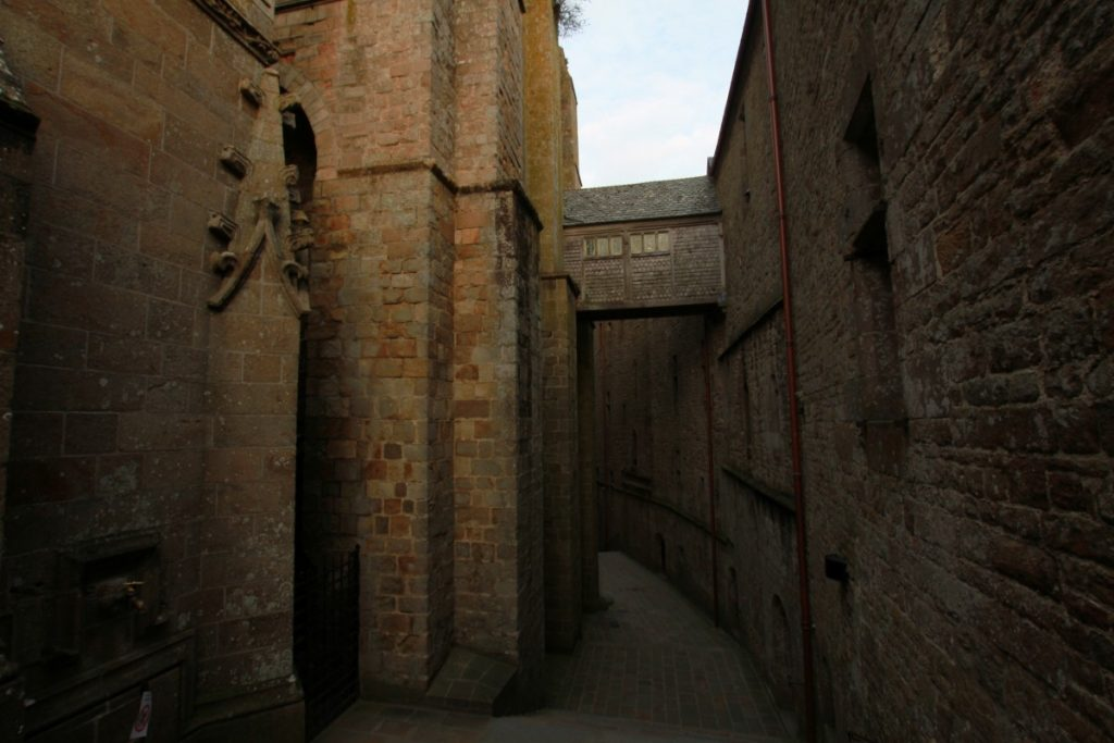 mont-saint-michel-abbazia-maree-normandia-strade