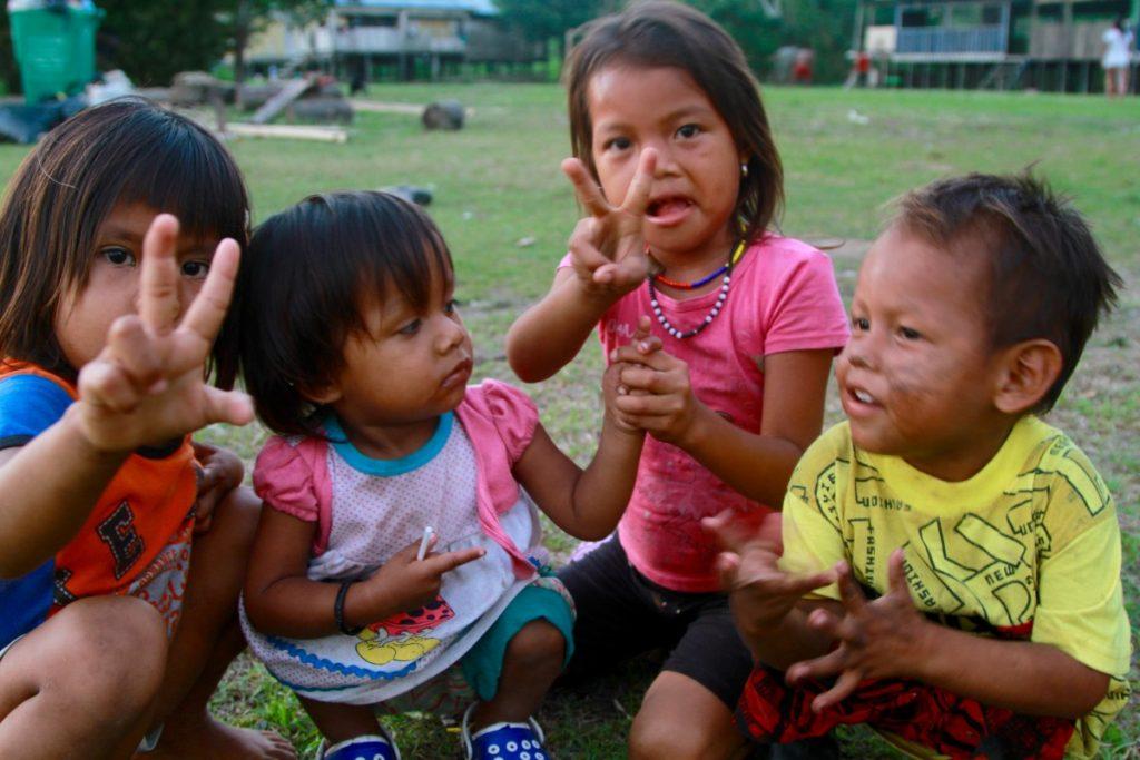 cosa visitare amazzonia bambini indigeni