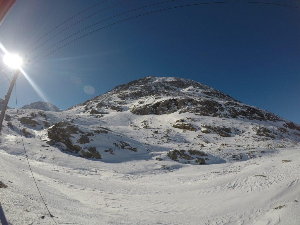 tour-di-un-giorno-sul-trenino-rosso-del-bernina-montagna