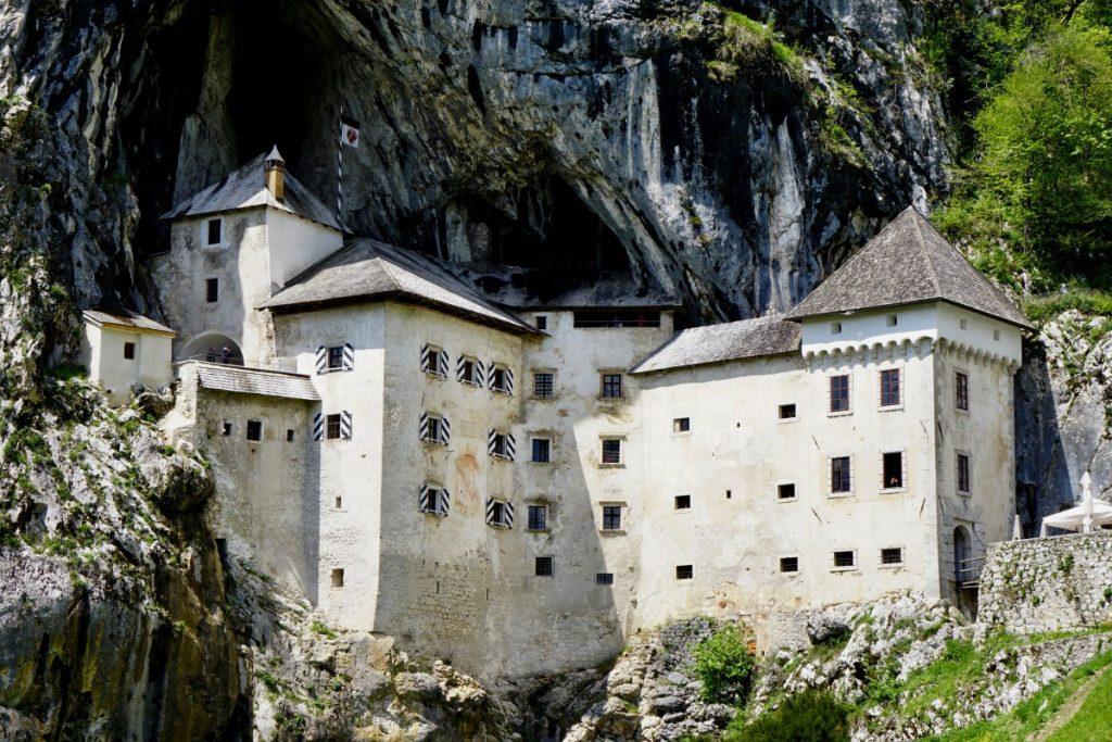 slovenia-e-croazia-itinerario-di-5-giorni-in-auto-castello-predjama