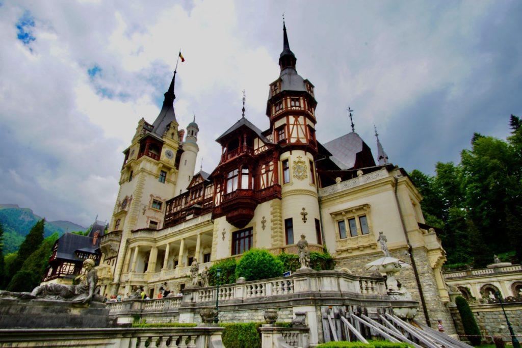 bucharest-cinque-cose-da-fare-nella-capitale-romena-castello-peles-transilvania