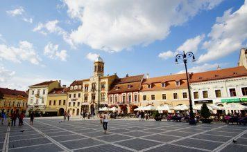 cosa-vedere-in-transilvania-tour-di-un-giorno-piazza-brasov