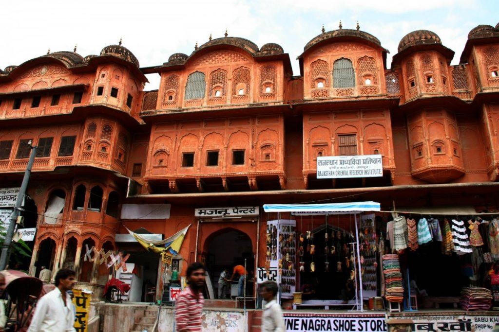 viaggio-in-india-del-nord-jaipur-market-door
