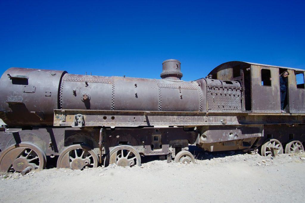 viaggio-in-bolivia-tour-del-salar-de-uyuni-in-3-giorni-cimitero-treni-uyuni