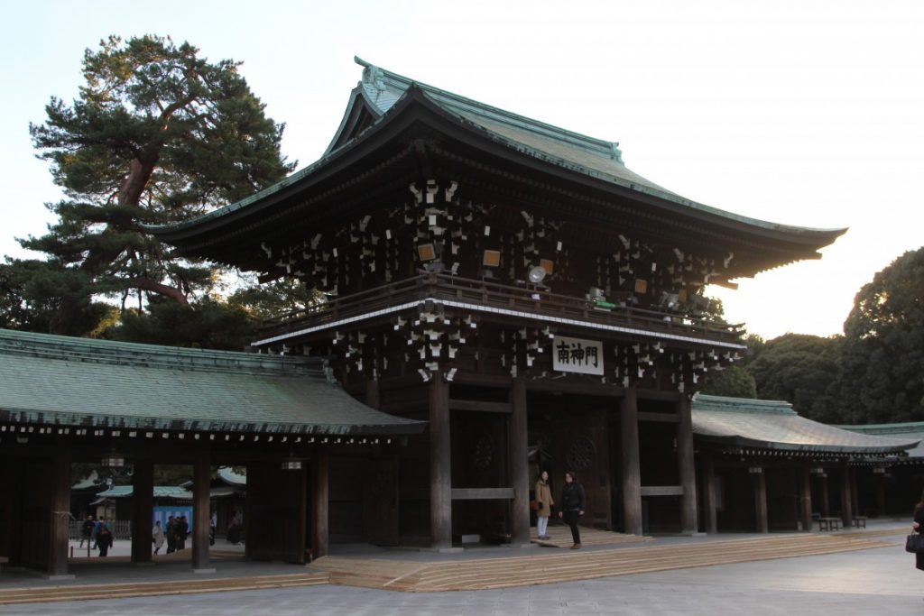 5-mete-per-un-capodanno-esotico-tokyo-meiji-temple-giappone