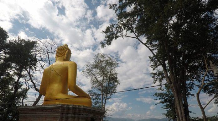 tatuaggio-thai-in-thailandia-in-un-tempio-buddista-esterno-tempio