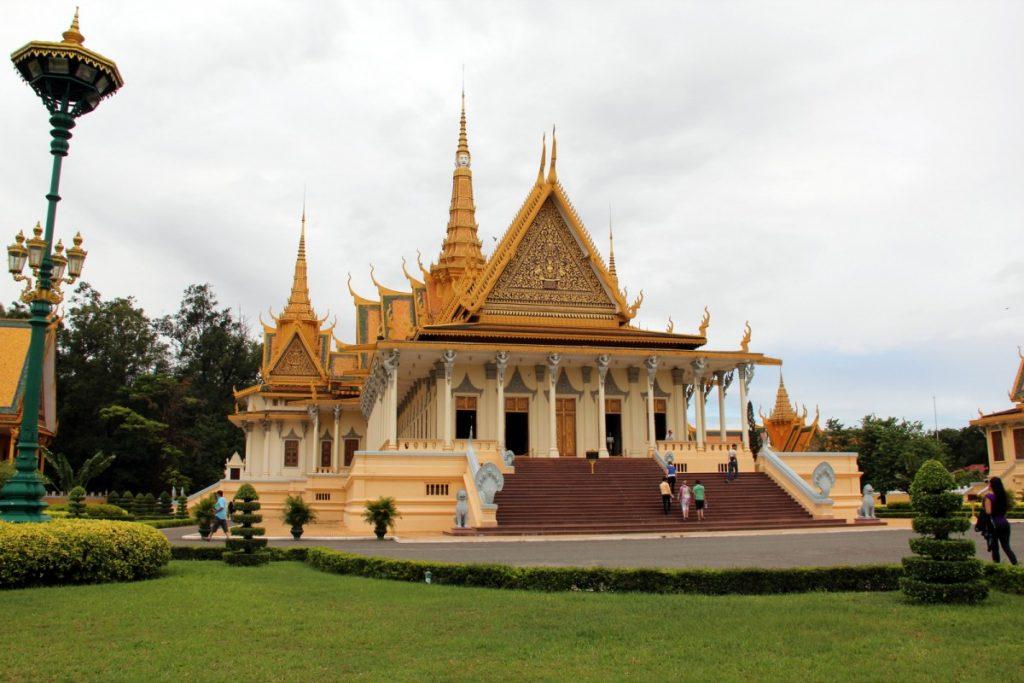 viaggio-cambogia-itinerario-10-giorni-palazzo-reale-phnom-penh