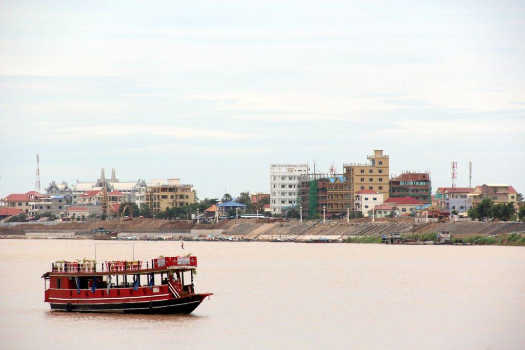 viaggio-cambogia-itinerario-10-giorni-phnom-penh-lungofiume