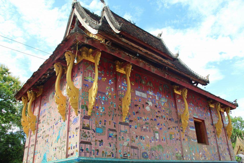viaggio-laos-luang-prabang-tempio-decorato