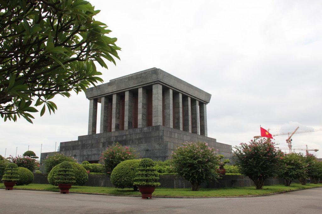 viaggio-vietnam-itinerario-15-giorni-hanoi-mausoleo