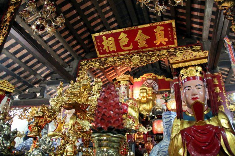 viaggio-vietnam-itinerario-15-giorni-hanoi-tempio