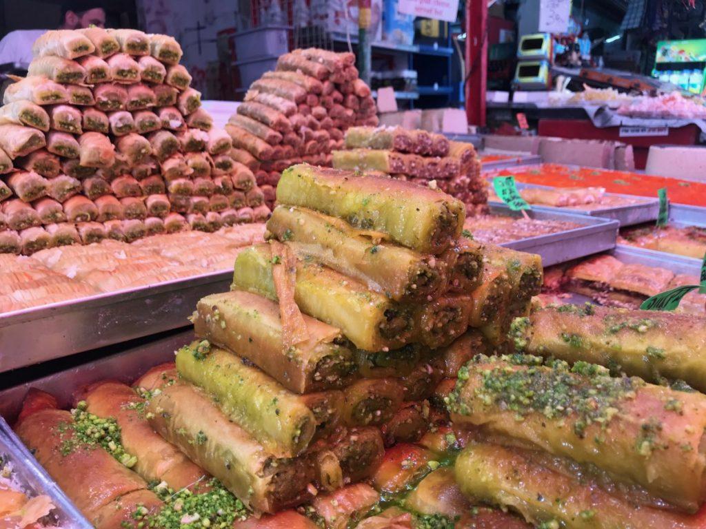 cosa-fare-e-vedere-a-tel-aviv-carmel-market-sweet