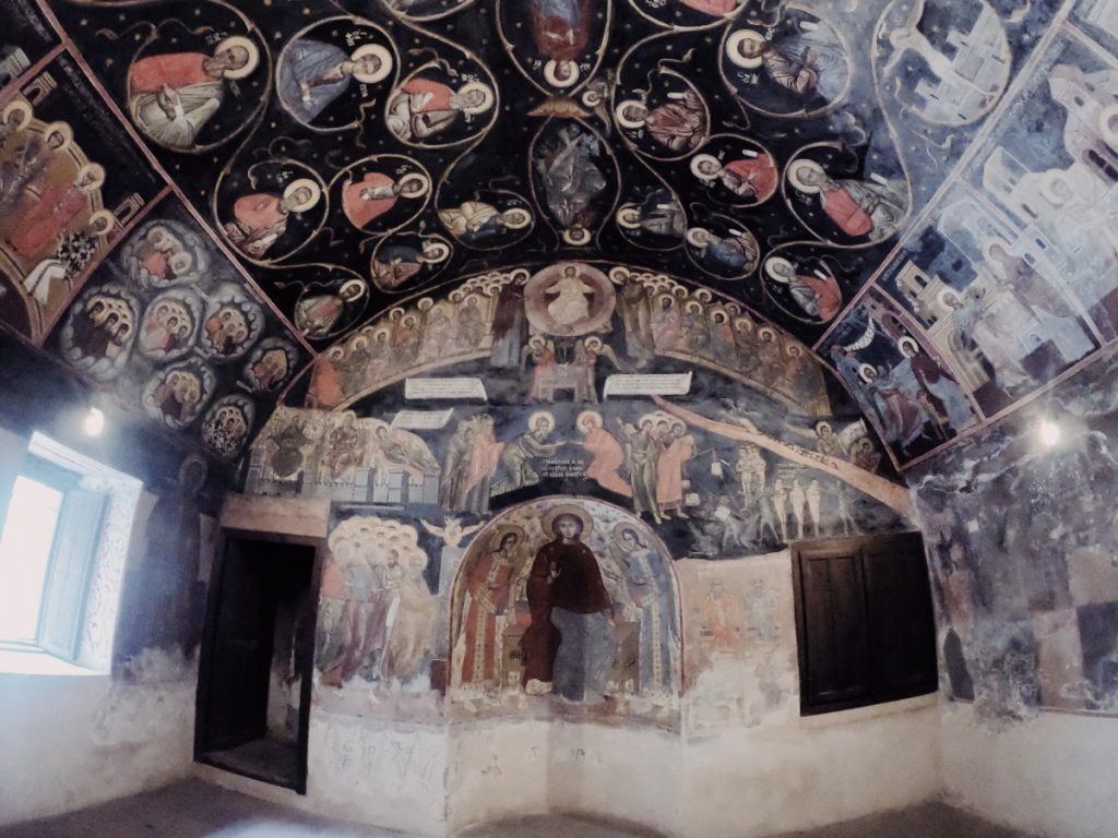 viaggio-bulgaria-visitare-il-monastero-di-bachkovo-refettorio-interni