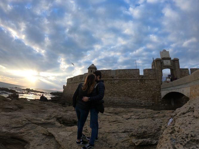 Il Castillo de San Sebastian al tramonto a Cadice - Elena Zappi Wainomi Travelblog