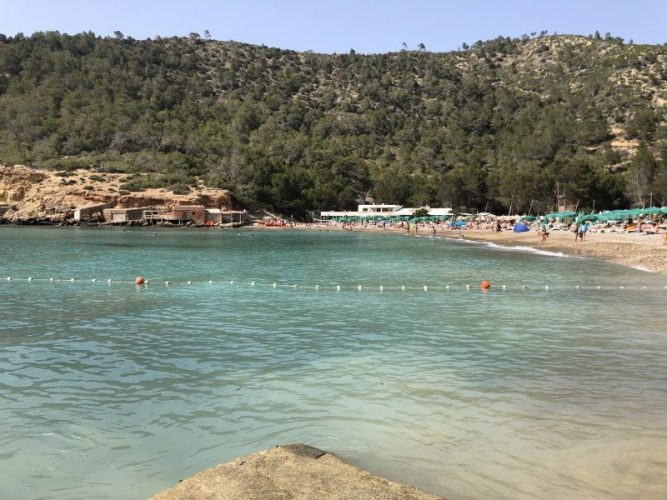 le-spiagge-piu-belle-di-ibiza-cala-de-benirras