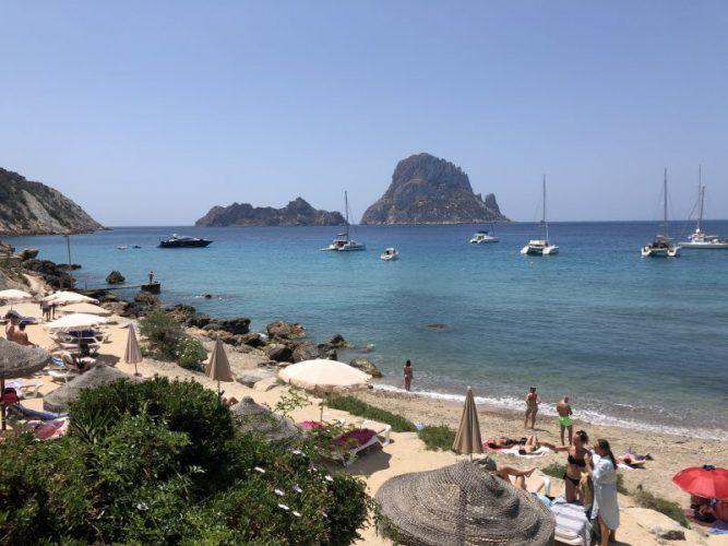 le-spiagge-piu-belle-di-ibiza-cala-d'hort-es-vedra